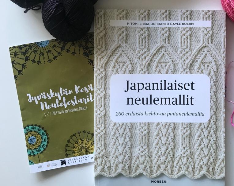 Köpte en bok med japanska strukturmönster på årets Jyväskylä Knit Fest